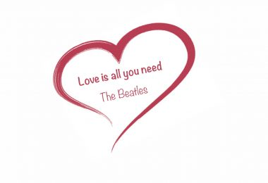 """Herz mit Titel """"Love is all you need"""""""
